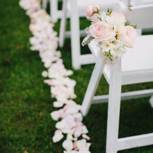 Hangende bloemenboeketjes & rozenblaadjes